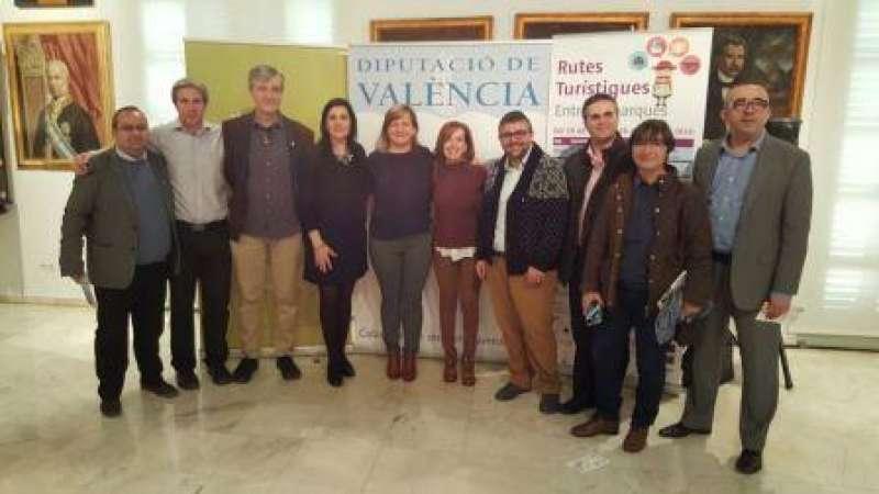 Imatge de grup amb la diputada provincial Pilar Moncho. EPDA