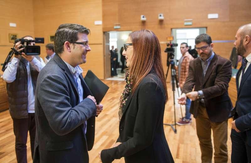El presidente y vicepresidenta conversando en la Diputación