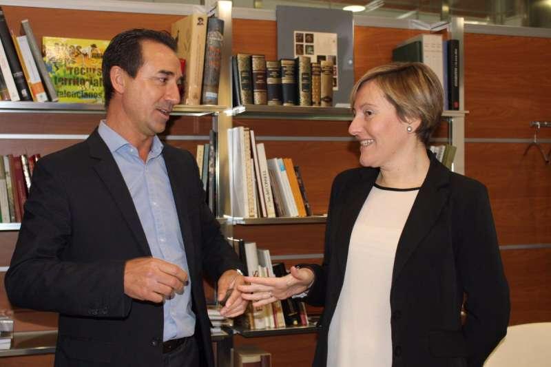 El alcalde de Riba-Roja y la consellera de Vivienda. //EPDA