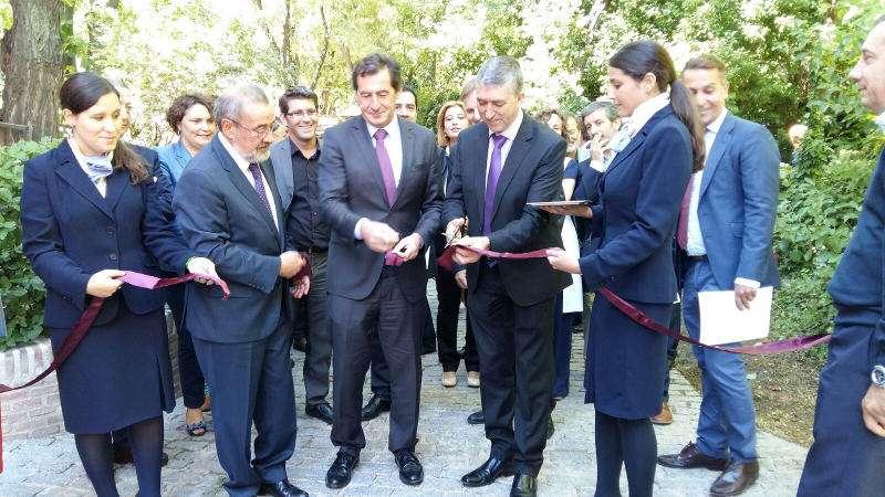 Momento en el que el Conseller Climent inaugura la Feria Home Textiles Premium en Madrid