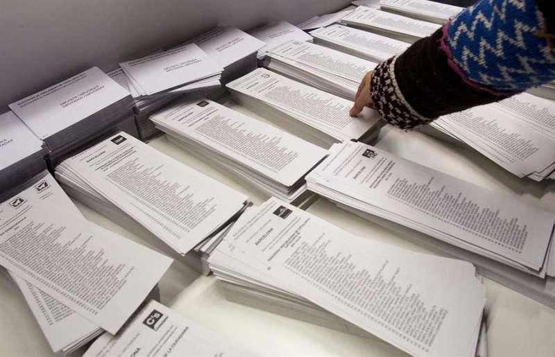 Una de las mesas electorales de la Comunitat Valenciana. EFE