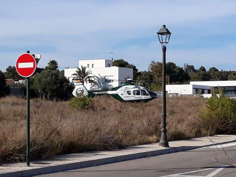 El helicóptero de la Guardia Civil peina la zona. EPDA