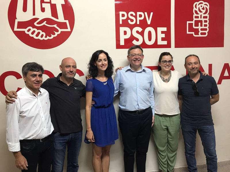 Ximo Puig con los socialistas de Cocentaina. EPDA