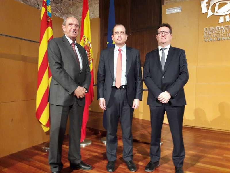 José M. Boquet, Expresidente de Feceval; Alfonso Aguilo?, Presidente de CECE y Alberto Villanueva, nuevo Presidente de Feceval.
