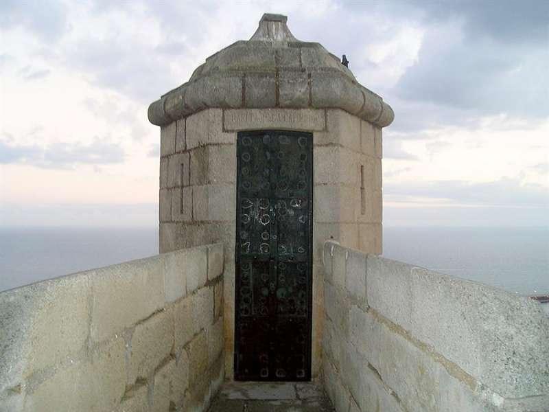 Detalle del castillo de Santa Bárbara en Alicante. EFE/J.Benet
