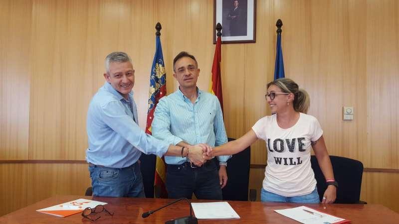 Pacto entre Compromís, Psoe y Aisab en San Antonio de Benagéber. / epda