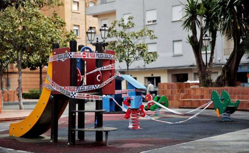 Zona de juegos precintada en Valencia. EPDA