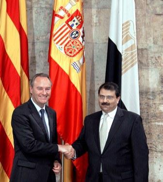 El President de la Generalitat, Alberto Fabra, con el Embajador de Egipto, Ayman Abdelsanie Zaineldine. Foto EPDA