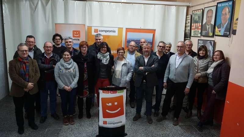 Teresa Garcia amb altres companys del partit Compromís per Sagunt.
