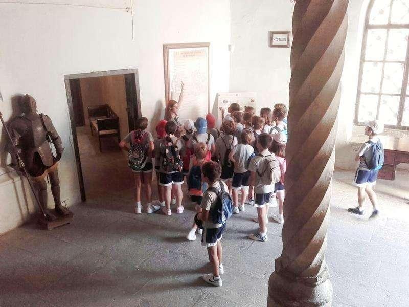 Los más pequeños de la casa participando en una actividad de Exdukere Difusión en el castillo de Benissanó. //EPDA
