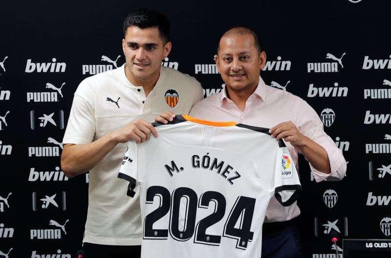 El Valencia CF ha presentado este miércoles como nuevo jugador del club al uruguayo Maximiliano