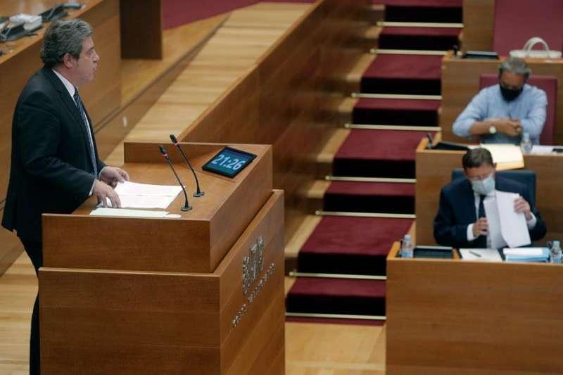 Imagen de archivo de una intervención del portavoz adjunto del grupo Vox en Les Corts, José María Llanos. EFE