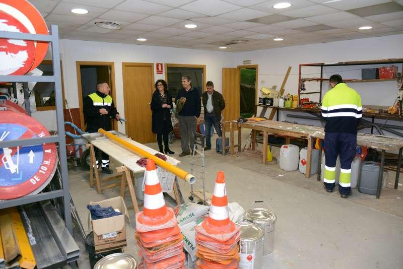 Visita de les autoritats de Paiporta al nou magatzem. EPDA