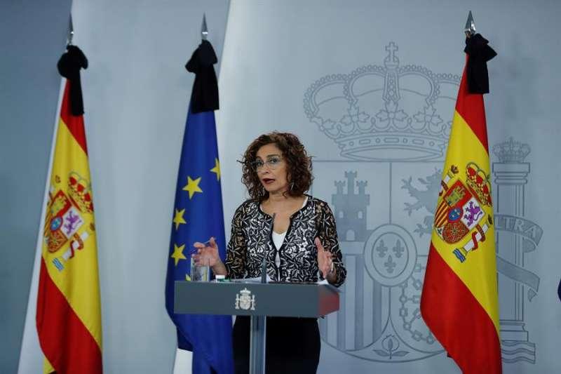La ministra de Hacienda y portavoz del Gobierno, María Jesús Montero, ofrece una rueda de prensa tras el Consejo de Ministros celebrado este viernes. EFE