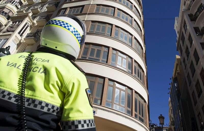 Policía Local de patrulla. EFE