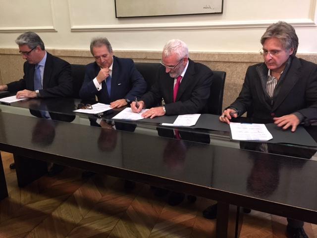 Imagen de la firma del acuerdo. FOTO: EPDA