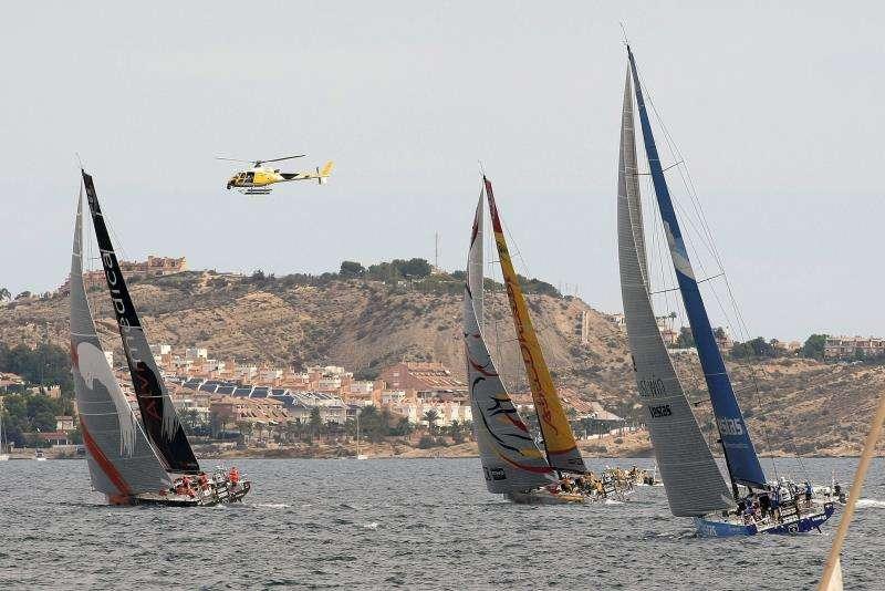 Embarcaciones navegan al inicio de la regata de salida de la Ocean Race, cerca del puerto de Alicante, en una edición anterior de la prueba. EFE/Archivo