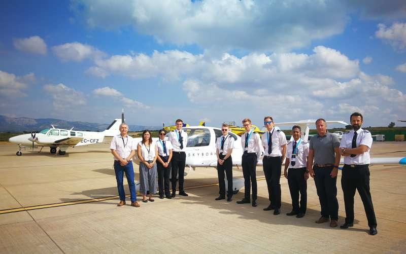 Promoción de uno de los cursos de pilotaje impartido en el aeropuerto de Castellón. EPDA