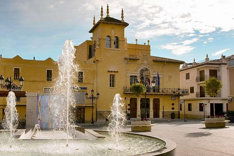Plaça del Ajuntament de Riba-Roja. / EPDA