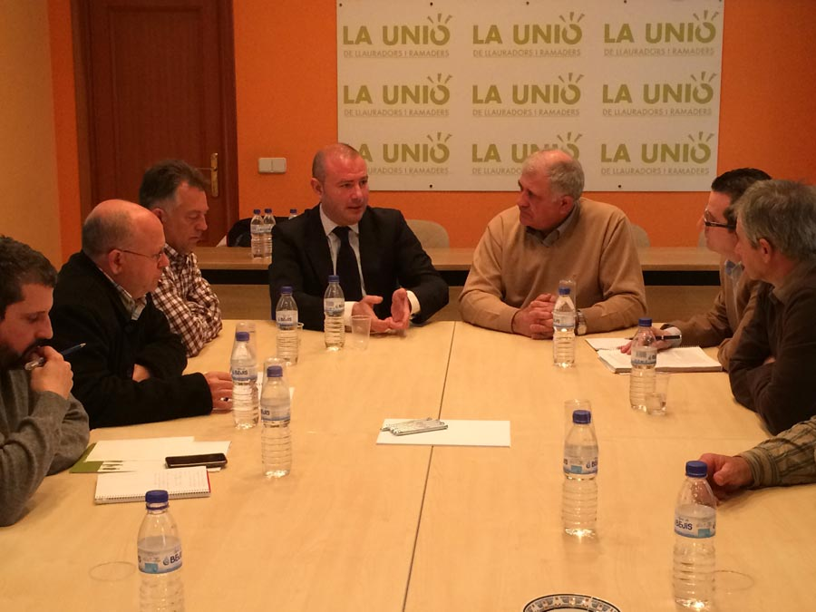 Toni Gaspar con miembros de La Unió. FOTO EPDA