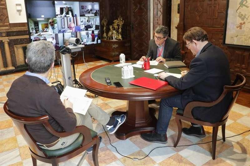 Imagen de la reunión del president Ximo Puig con los departamentos de salud facilitada por Generalitat. EFE
