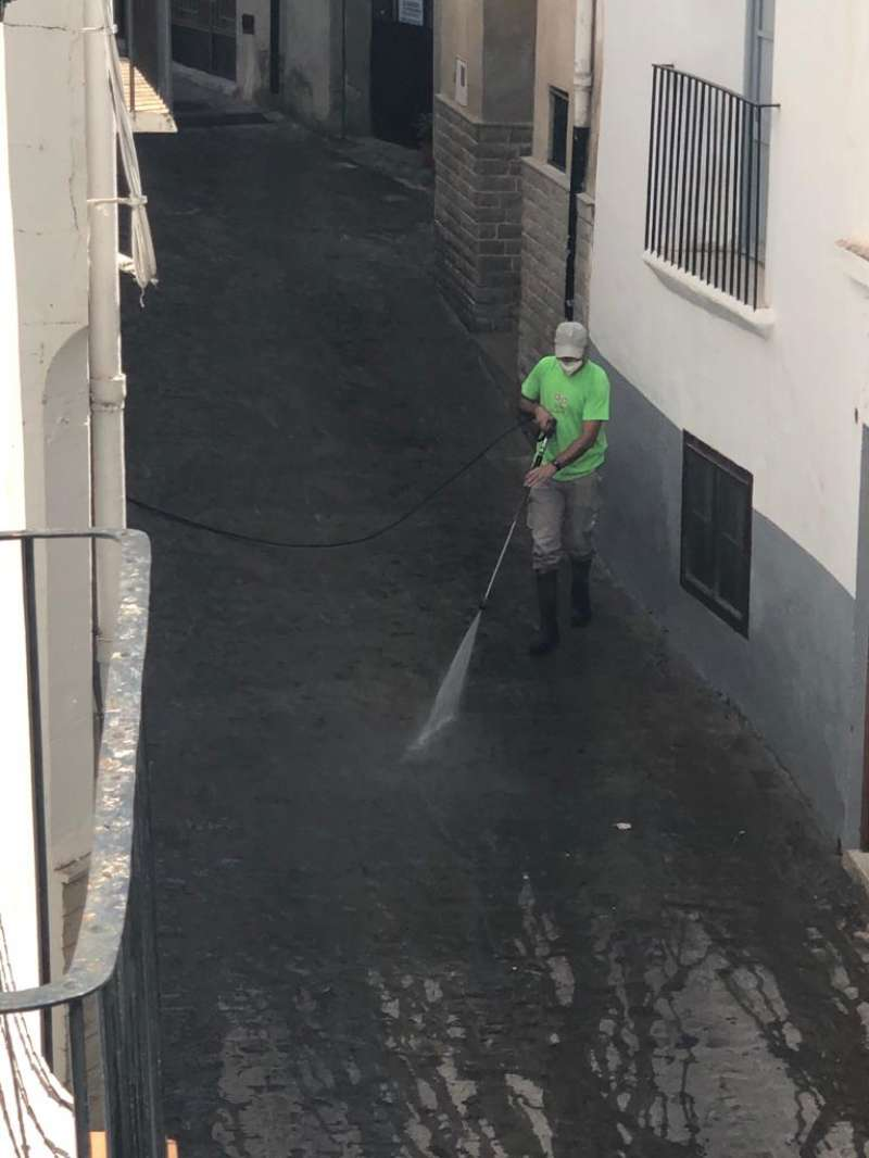 Limpieza de las calles del casco viejo. Foto: Mª Carmen Calpe