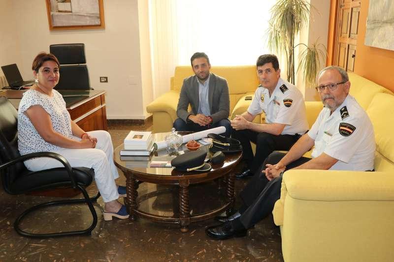 Reunión del alcalde y la concejala con la Policía Nacional. EPDA