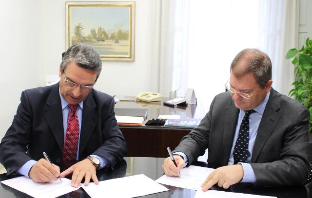 Imagen del diputado de Turismo, Sanjuán, y el presidente de la Unión Hotelera, Martí. FOTO: DIVAL