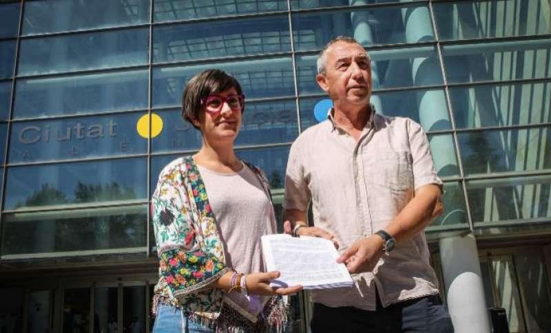 Baldoví i la diputada Marta Sorlí a les portes de la Ciutat de la Justícia de València