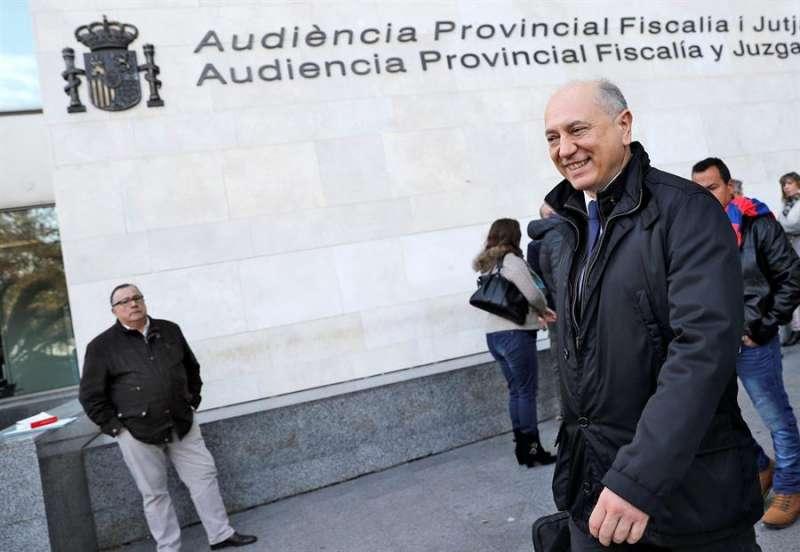 Enrique Crespo, expresidente de la empresa pública Emarsa, a su salida de la Ciudad de la Justicia de Valéncia. EFE