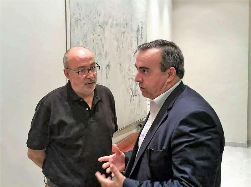 El Conseller de ¿Transparencia? con Galindo. FOTO EPDA