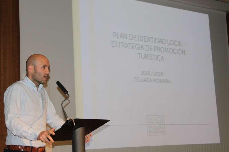 Carlos Linares, alcalde de Teulada, en la presentación del Plan de Identidad Local y la Estrategia de Promoción Turística 2016-2020