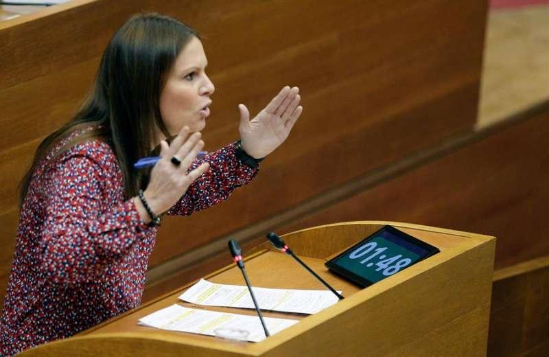 La diputada del PPCV, Beatriz Gascó, interviene durante un pleno de Les Corts Valencianes. EFE