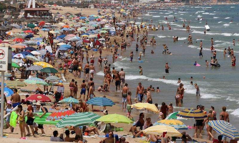 La playa de La Mata, en Torrevieja, en una fotografía de archivo. EFE/Archivo