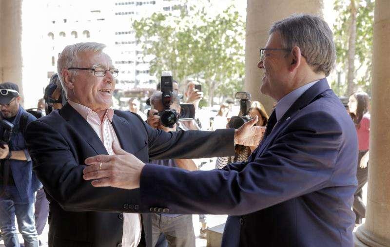 El alcalde de València, Joan Ribó, recibe al president de la Generalitat, Ximo Puig. EFE/Archivo