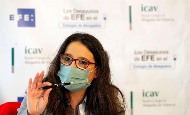La vicepresidenta del Consell, Mónica Oltra, en los Desayunos de la Agencia EFE en el Colegio de Abogados de Valencia. EFE