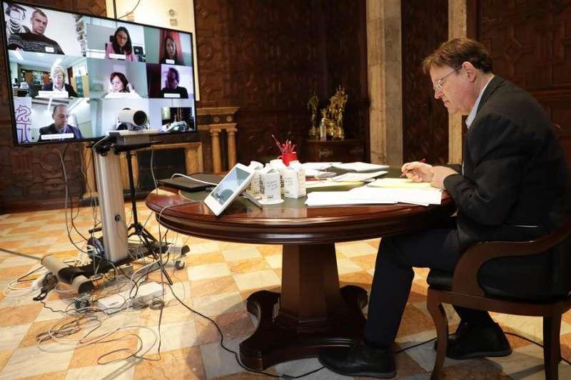 Fotografía cedida por la GVA del president Puig durante la videoconferencia mantenida con los Portavoces de los grupos parlamentarios.
