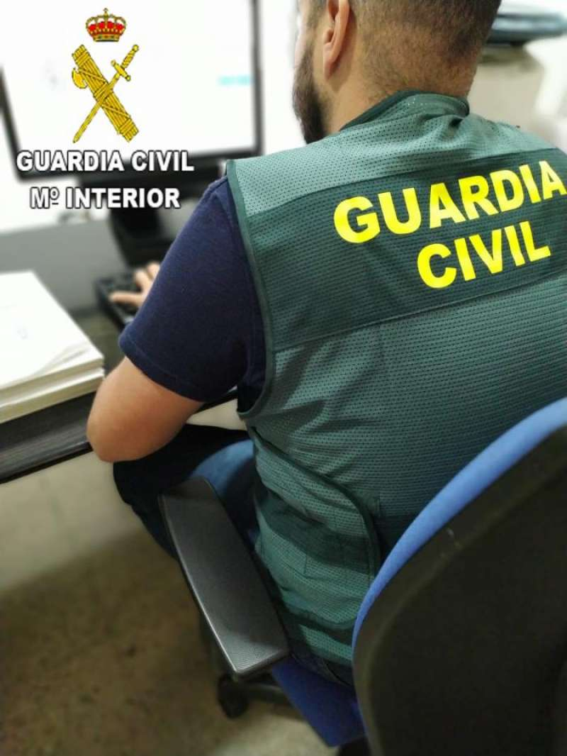 Un agente de la Guardia Civil. EFE
