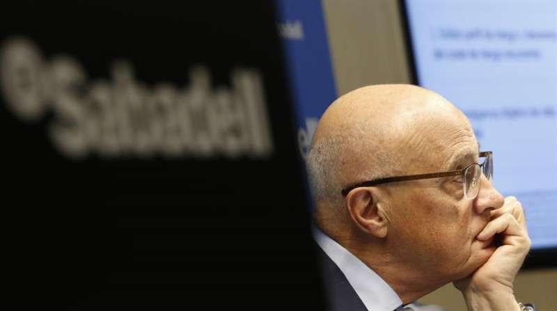 El presidente del banco Sabadell, Josep Oliu, durante la presentación de resultados en enero en Madrid.EFE/ Javier Lizón/Archivo