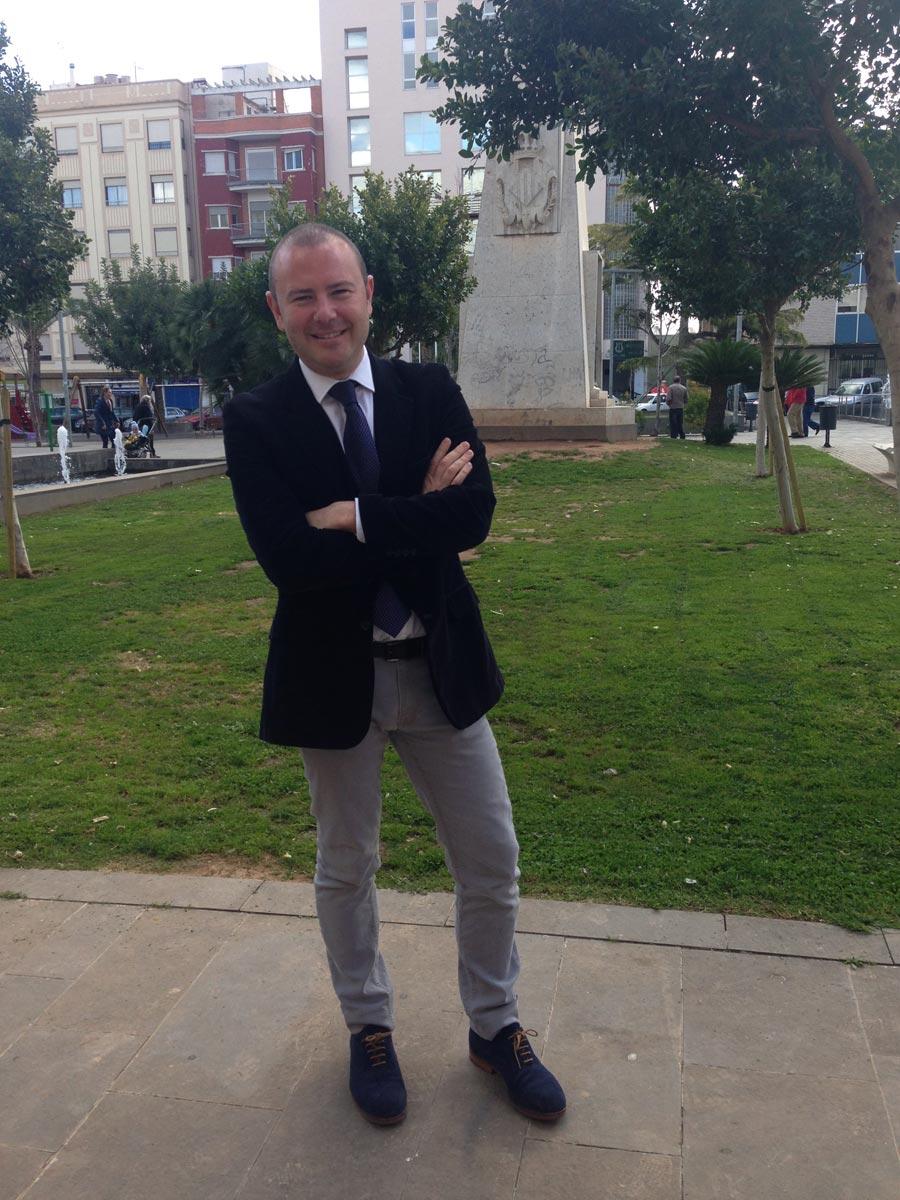 Toni Gaspar, en la plaza Cronista Chabret de Sagunto. FOTO EPDA