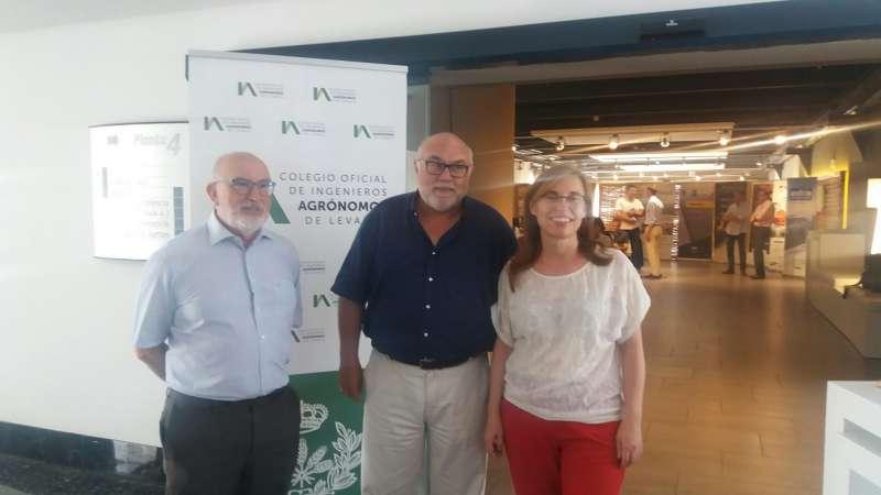 El secretario autonómico de Agricultura, Francisco Rodríguez Mulero, y la directora general de Política Agraria Común (PAC) de la Generalitat, María Teresa Cháfer. EPDA