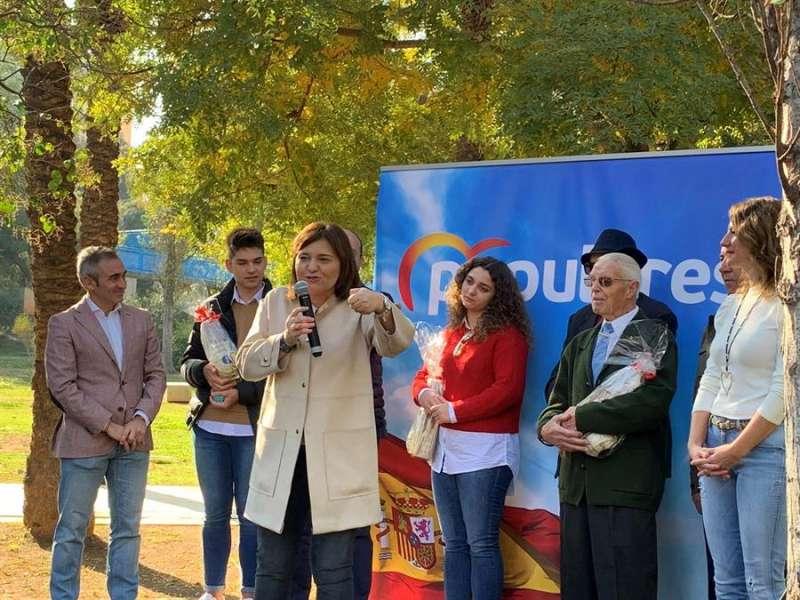 La presidenta del PPCV, Isabel Bonig, durante su intervención en el parque de Rafalafena de Castelló. - EFE