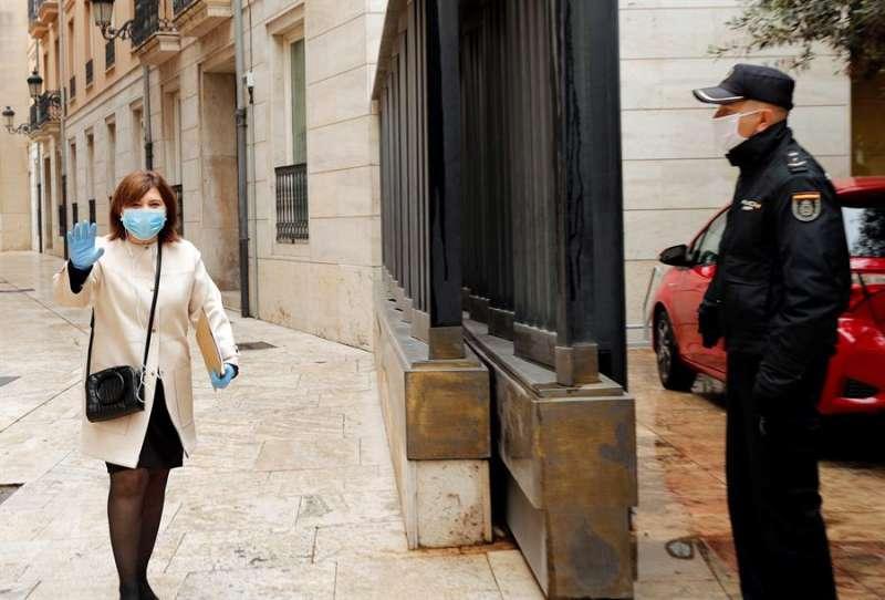 La portavoz popular en Les Corts, Isabel Bonig, a su llegada al parlamento valenciano. EFE