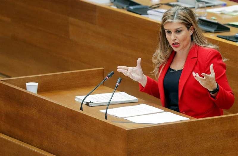 La diputada popular, Eva Ortiz, en un pleno de Les Corts Valencianes. EFE