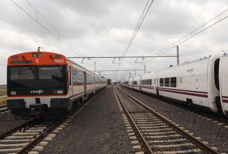 Circulación de trenes dificultada por un temporal de lluvia. EFE/Archivo