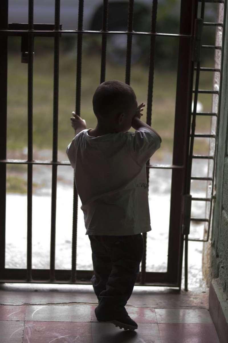 Un menor en el interior de una prisión. EFE/Archivo