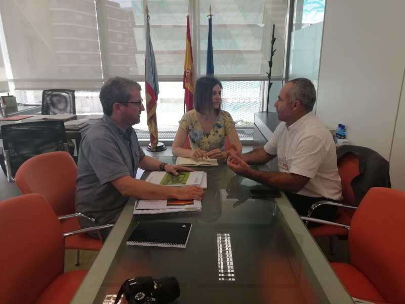 Reunión entre la directora general de Internacionalización, María Dolores Parra, y los representantes de La Unión, el secretario general, Carles Peris y el secretario técnico Joanma Mesado. EPDA