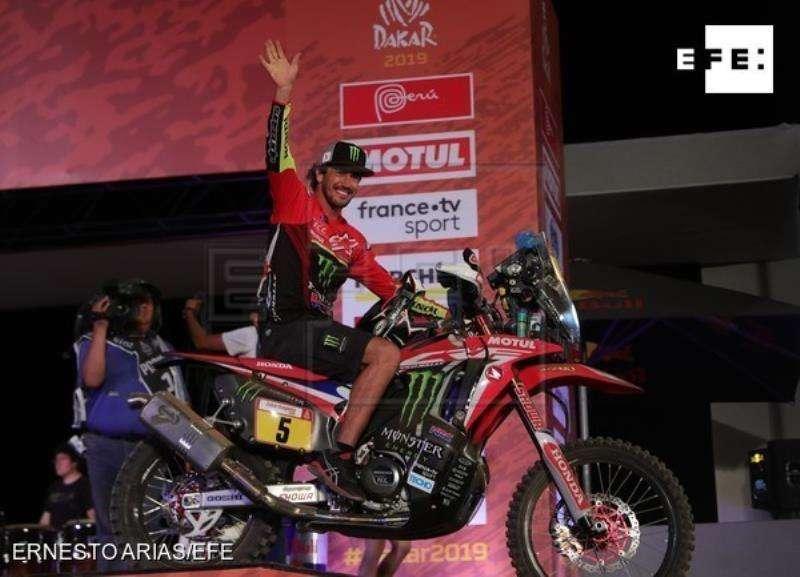El castellonense Joan Barreda Port sale del podio de partida del rally Dakar 2019 en la Costa Verde en Lima (Perú). EFE