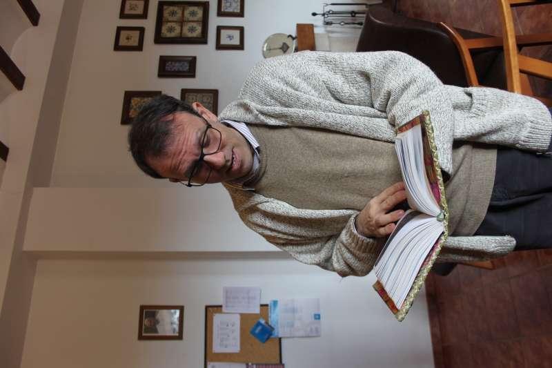 Fray Ignacio de la Palabra, siempre con un libro en  la mano