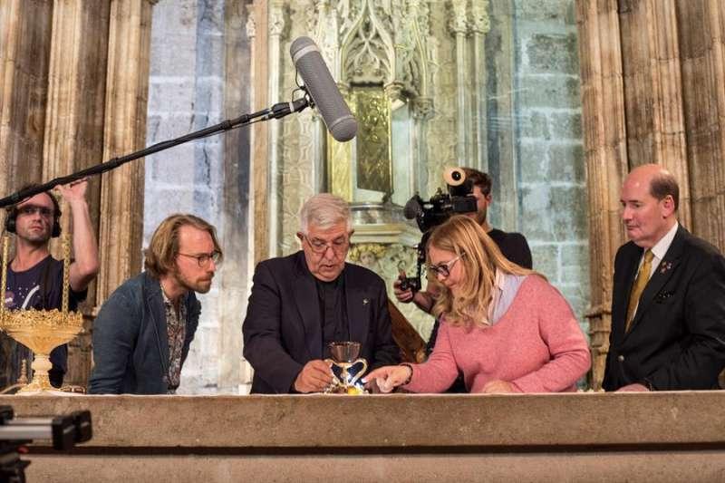El doctor Jaime Sancho (centro), la doctora Ana Mafé y el historiador al Michael Hesemann. Foto: Guillermo Aguilar.